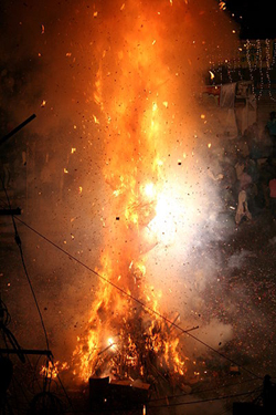 Holi Bonfire in front of Jagdish Temple / Udaipur, by Ingo Mehling, courtesy of Wikimedia Commons