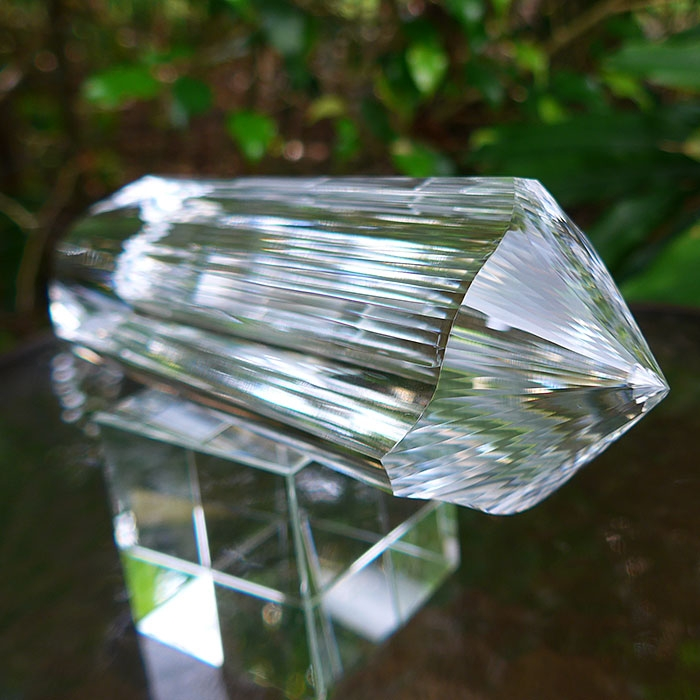 Huge Water Clear Triangular 3 Convex Channel 6 Gate 72 Facet Golden Dolphin Wand